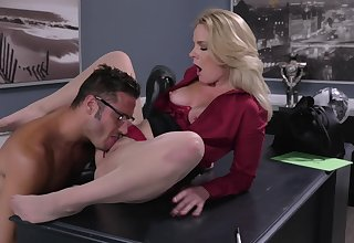 Office MILF gets intimate with the revolutionary panhandler