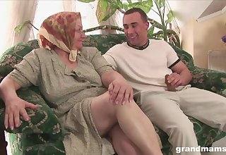 Mature flabby bodied housewife gives quite a brute solid blowjob