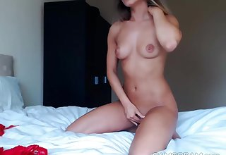 Adorable Flirtatious Body Camgirl Persiflage Us In This One