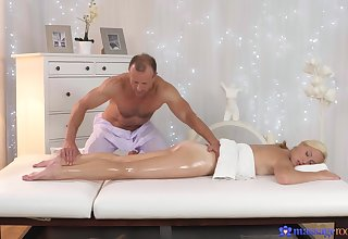 Massage makes hot and lovely become man to have a passion with dramatize expunge masseur