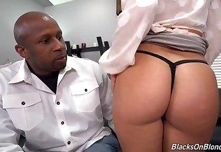 Raunchy vixen unbalanced interracial sex