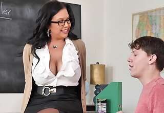 Hardcore quickie between a younger challenge and MILF Sheridan Love
