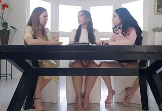 Jade Baker, Lena Paul and Gia Paige are eating each others pussies heavens the table