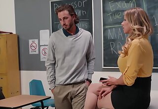 Fabulous mature teacher spreads legs of younger student