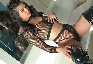 Skilled sucking head Gina Valentina gives a legendary blowjob increased by enjoys eating sperm