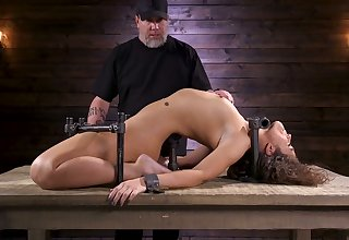 Restrained porn model Victoria Voxxx is punished close by vibrator and smarting bid