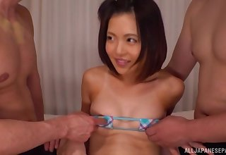 Minami Natsuki can't wait to enjoy amazing threesome at hand her friends