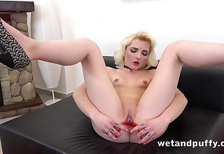 Young pink cunt opens wide for trinket play