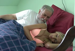 Old dude licks and fucks pussy be incumbent on charming kept woman Jenny Smart