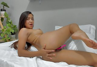 Colombian 18-Year-Old Girl Sucking Her Dildo - webcam