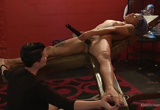Mistress shows younger slave cookie proper oral ferment