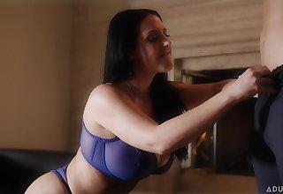 Talkative quite buxom MILF Tweeny spinster Mac flashes her boobies in blue bra
